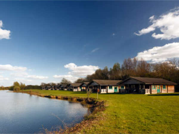Holiday Lodges At Lake Pochard In The Cotswold Water Park Near Cirencester